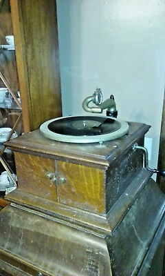 Antique Hand Crank Oak Victor Victrola VI Table Model Phonograph Talking Machine