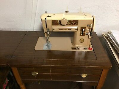 Singer 401A Slant-O-Matic, Zig-Zag Sewing Machine With Cabinet And Accessories