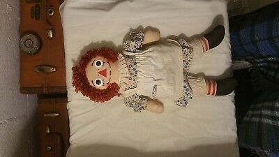 """Raggedy Ann """"AUTHENTIC"""" vintage doll. She is in excellent condition!"""