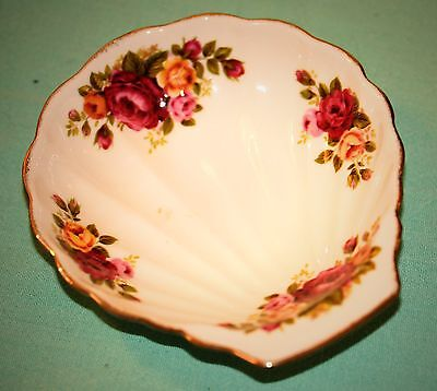 Vintage Cottage Rose Fine Bone China Shell Soap Dish White