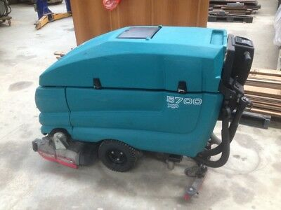 Floor Scrubber Tennant  5700
