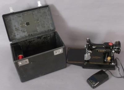 Singer Featherweight 221,1957, with Foot Pedal & Case Excellent Working Machine