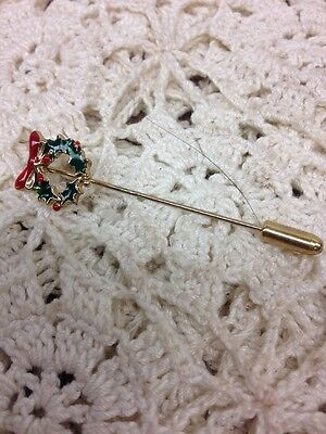 Vintage Old Fashioned Christmas Wreath Stickpin Retro Lapel Pin Red Green Enamel