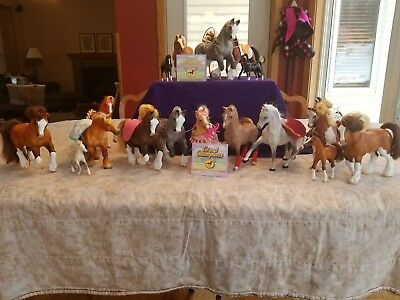 Grand champion horses, collection of 18 horses and assorted accessories