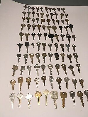 Mixed Lot Of 100 Antique & Vintage Estate Found Keys Cars House Luggage...