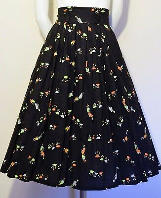 Vintage 1950s Girl With Hats Novelty Print Skirt
