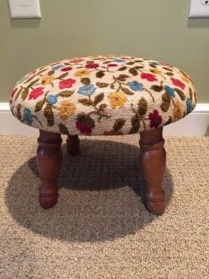 VTG Round Floral Needlepoint Foot Stool/OTTOMAN W/WOODEN LEGS Retro Decor