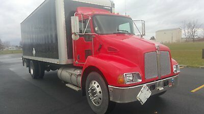 2008 kenworth 24' box Automaic transmission lift gate