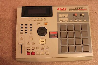 Akai MPC 2000XL 32MB RAM CF Cardreader NEUES / NEW DISPLAY!