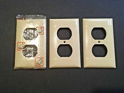 3 Vintage Sierra Ivory Bakelite Single Outlet Plate Cover New Old Stock