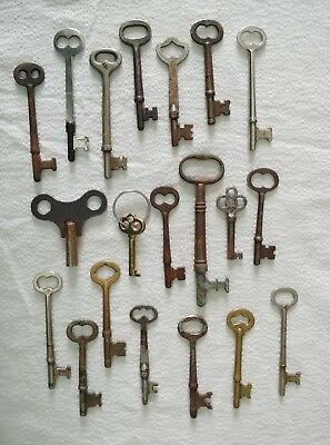 20 Genuine True Real Vtg Antique Old Skeleton KEYS Barrel Brass Ornate Flat Key