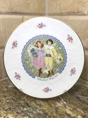 Royal Doulton 1976 VALENTINES DAY PLATE with BOX - annual collector - free ship