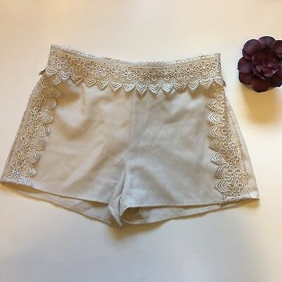 Blu Pepper Size Small Cream Lace Shorts