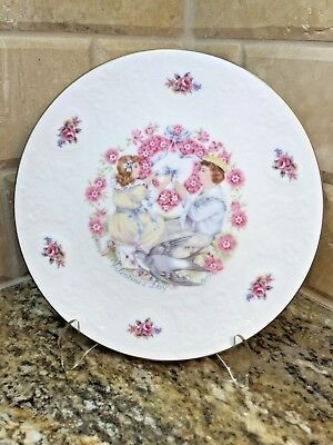 Royal Doulton 1977 VALENTINES DAY PLATE with BOX - annual collector - free ship