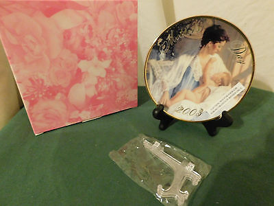 AVON ~Held In Loving Arms~ 2003 Mothers Day Plate NIB