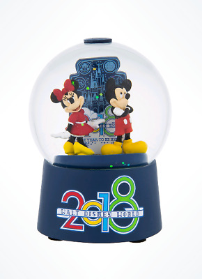 Walt Disney World 2018 Year to Be Here Mickey Minnie Mouse Glass Snowglobe NEW