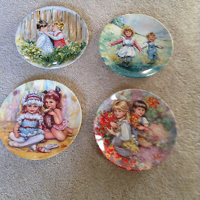 """WEDGWOOD COLLECTORS PLATES VICKERS  'MY MEMORIES"""" x 4 and NEW plate hangers"""