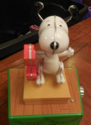 Hallmark 2017 Christmas Dance Party Peanuts Wireless Figure SNOOPY Music Motion