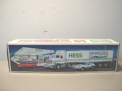 1992 Hess Toy Truck 18 Wheeler And Racer    *nib*    L@@k