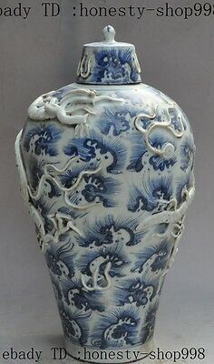 Old chinese Blue & White Porcelain Lucky Fly dragon beast Statue pot Jar Crock