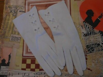 Vtg Mid Century 50s 60s Ladies Embroidered Cut Out Heart Bow Button White Gloves
