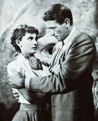 Roman Holiday UNSIGNED photograph - L1732 - Audrey Hepburn and Gregory Peck