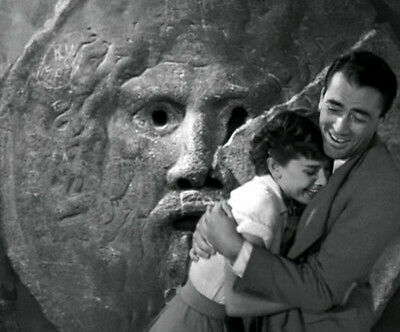 Roman Holiday UNSIGNED photograph - L1751 - Audrey Hepburn and Gregory Peck