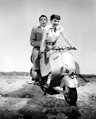 Roman Holiday UNSIGNED photograph - L1756 - Audrey Hepburn and Gregory Peck