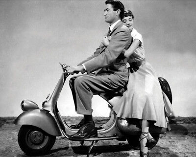 Roman Holiday UNSIGNED photograph - L1764 - Audrey Hepburn and Gregory Peck