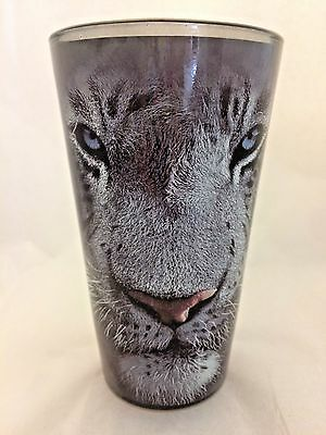 WHITE TIGER on BLACK/GRAY Pint Glass.  Stunning Artwork!!  NEQ