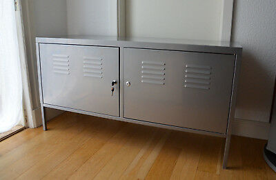 ikea ps schrank in grau tv sideboard lowboard mit. Black Bedroom Furniture Sets. Home Design Ideas