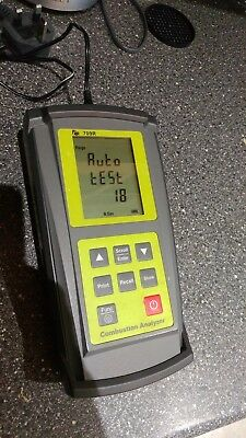 TPI 709R Combustion Analyser and Digital Manometer 620