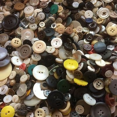 GREAT 200 pcs MIXED LOT of VINTAGE/NEW Buttons ALL TYPE, SIZE, COLOR  GREAT MIX