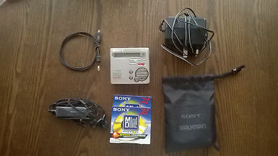 Sony MZ-R70 Personal MiniDisc Player + accessories Silver, Good condition