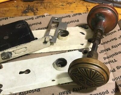 1 SET VINTAGE BRASS DOOR KNOBS W/ BACK PLATES complete Antique Victorian
