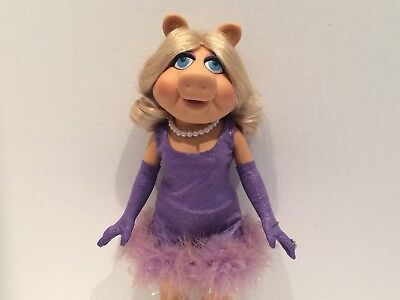 "16"" Miss Piggy posable Vinyl Doll By Tonner 2010 Release"
