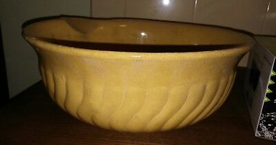 Vintage very large mixing bowl with lip. Great display piece. #SundayMarket#