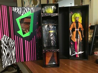 "NRFB Integrity Phyllis ""PIZZAZZ"" Gabor Designing Woman doll Gift set"