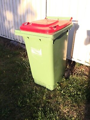 1 ( one ) SULO AUSTRALIAN MADE 140L PREMIUM USED WHEELIE BIN
