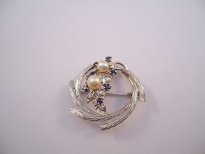 MAGNIFIQUE BROCHE RONDE EN OR 18K PERLES, SAPHIRS ET DIAMANTS or 18 carats
