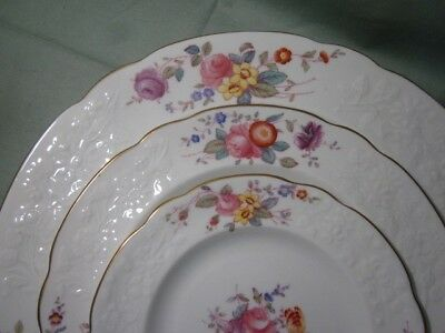 Spode Copeland Christine Dinnerware Plates Bowls Soup Cups & Saucers Y6802