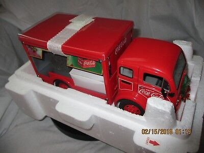 Coca Cola Danbury Mint 1950's Christmas Delivery Truck