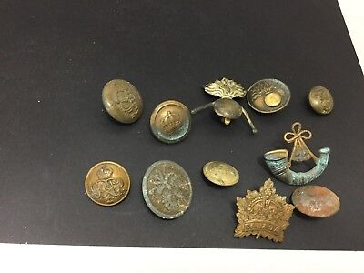 WWI Various British and Foreign Military Badges and Buttons Job lot
