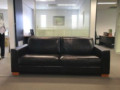 100 percent Genuine leather couch 2.5 seat dark brown excellent condition as new