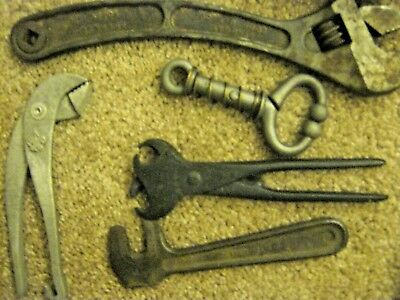 Anquite & Vintage Tools . (Pliers For Ring Hole In Hogs.)