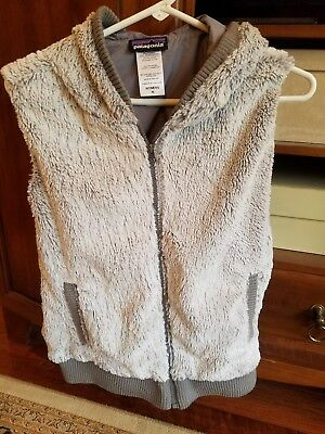 Patagonia Womens Size Medium Sleeveless Hooded Gray Faux Fur Zip Front Vest
