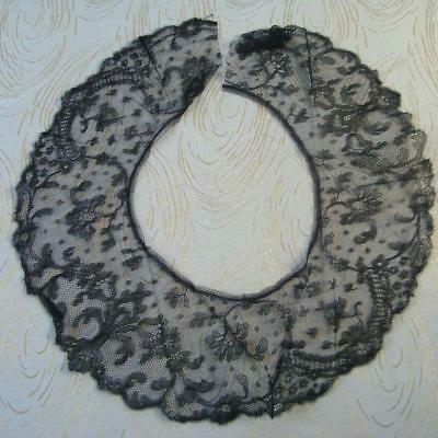 A94 - Antique Lace Collar - Wide Black Chantilly