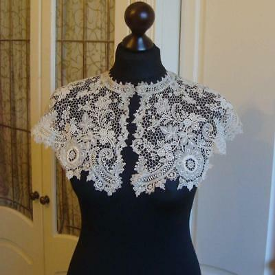 J05 - Antique Lace Collar