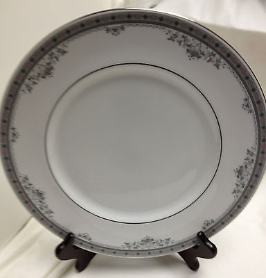 Royal Doulton YORK Dinner Plate Fine English Bone China H5100 1985 Made in Eng
