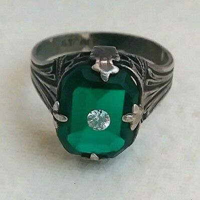 Vintage Art Deco Sterling Filigree Box Green Stone Ring